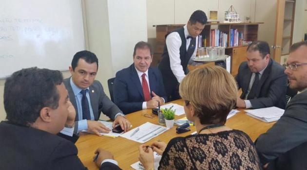 Governador Tião Viana trata sobre habilitação do Samu aéreo e Unacon em Brasília